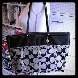Authentic Coach zippered tote bag